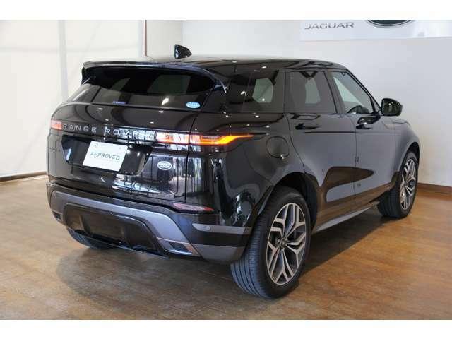 ランドローバー車特有の悪路走破技術をしっかり受け継いだコンパクトプレミアムSUV、5ドアの「レンジローバー イヴォーク」です!