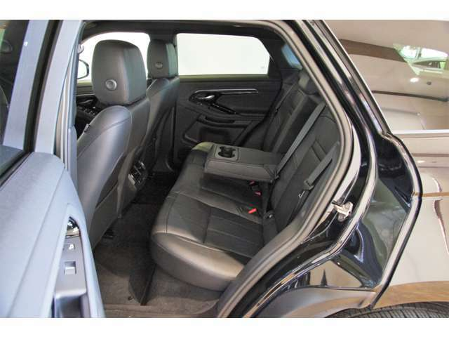 包み込まれるような上質な本革シートです。快適なドライブをお楽しみください!