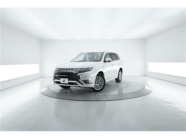 先進安全装備&高性能4WDで街乗りにもオフロードにも対応のSUV【アウトランダーPHEV】上級モデル【GプラスPKG】低走行1.6万Km!