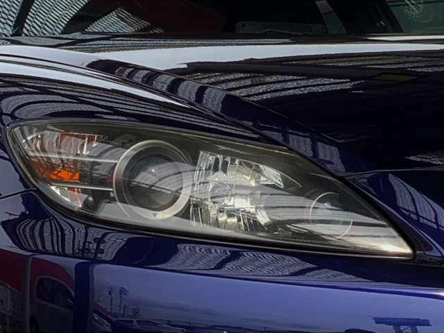HIDライト搭載車両!!従来のハロゲンランプよりも明るいので、夜間の走行でも安心です。