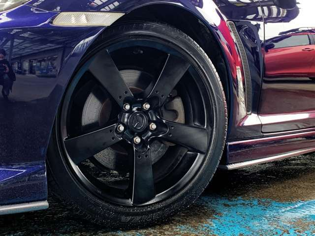 当社にてマットブラックに塗装致しました!ブレーキパッドは、初期制動力と車両コントロール性に注力して設計されています。