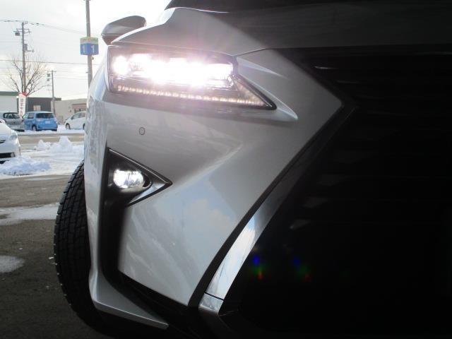 【LEDヘッドライト】見た目はもちろん、通常のハロゲンライトに比べると明るく、夜間の走行や視界の悪いところでも事故防止に役立ちます。