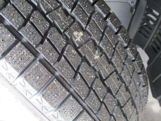 【タイヤ】夏タイヤ、ホイールなし、冬タイヤ(溝7mm)純正アルミホイール。中古タイヤにご不安という方は新品タイヤも各メーカを取扱しておりますのでお気軽にご相談下さい☆