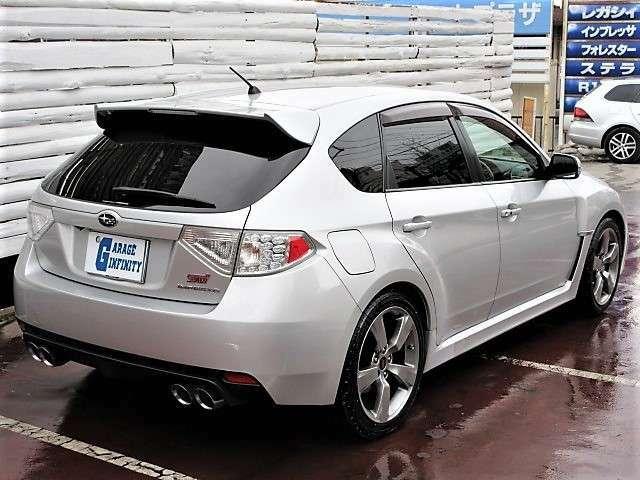 エクステリアやシャシーはMTモデルと共通です♪専用エアロとオーバーフェンダーによる外観の凄味がやる気にさせますね♪4WDシステムは、電子制御式のVTD-AWDを採用どんな道でも優れたパフォーマンスを発揮♪