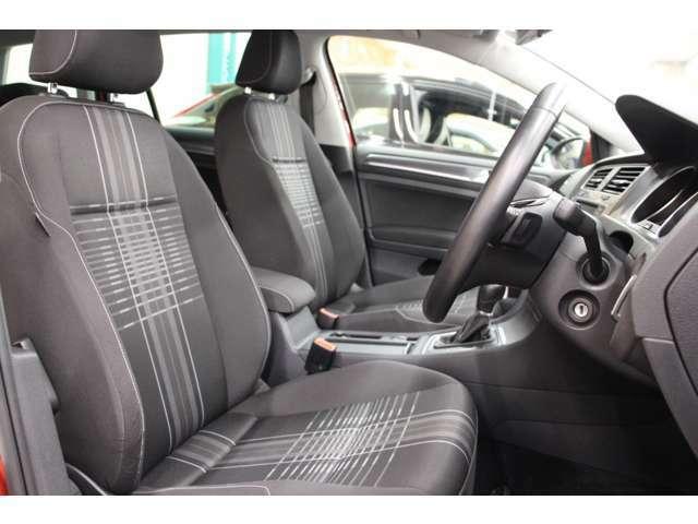 """""""Lounge"""" 専用デザイン ファブリックシートを特別装備しています。オシャレなチェック柄のシートです。フロントシートは状態良好です◎"""