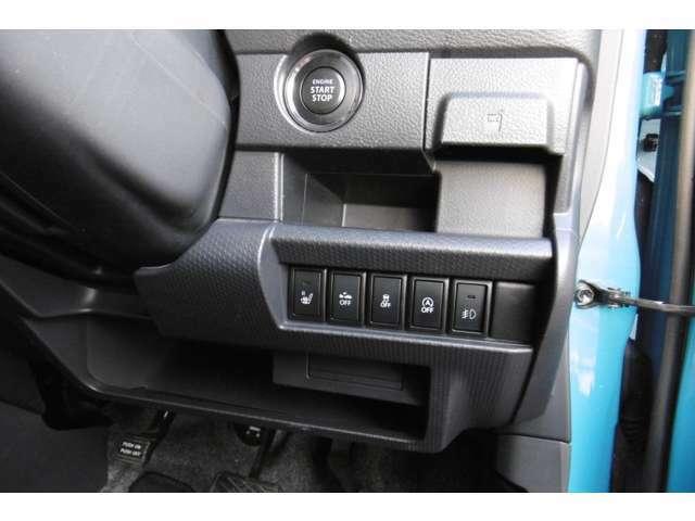 スイッチは左から運転席シートヒーター 衝突軽減ブレーキ 横滑り防止装置(DSC) アイドリングストップ フォグランプスイッチになります 上部にはプッシュスタート&スマートキー2ヶ付