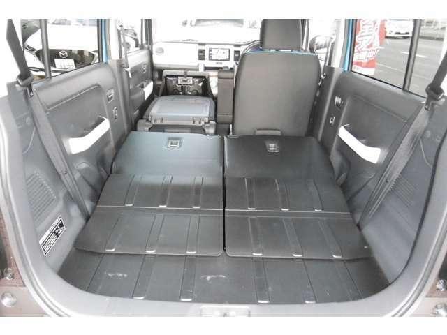 リアシートを倒せば荷室長113cm 幅1m。大きな荷物も積めます♪さらに助手席も倒せば193cmの長尺物も積めます♪