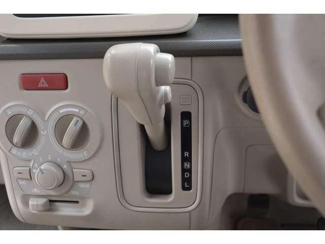 変速比幅を広げる副変速機構の搭載により、発進時など(低速域での加速性能)と(高速での燃費性能)を両立したCVTマチックです。