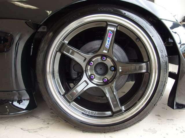 ◆新品タイヤ&SSR18インチアルミホイール!◎各種メーカーのアルミが店内に展示しています!当社のトッピングシステムでお好みのアルミホイールをお選びいただけます!