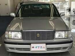 品格、ゆとり、静粛などの日本人の感性にフィットした魅力をもつ、日本の高級車クラウン!