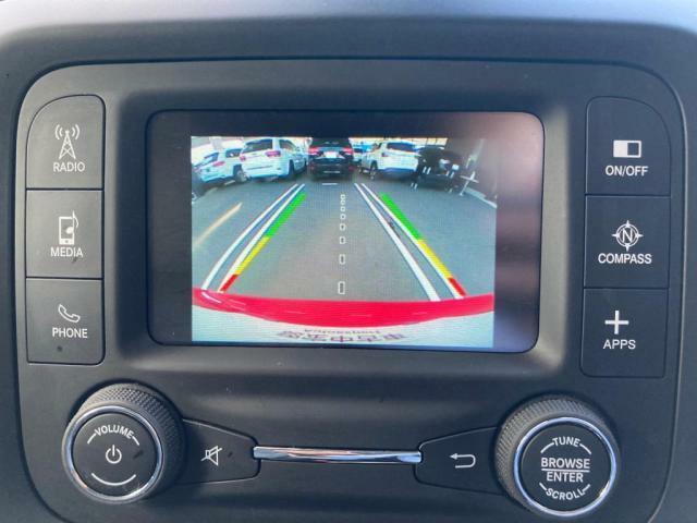 バックカメラが装備されており駐車の際にも安心です。