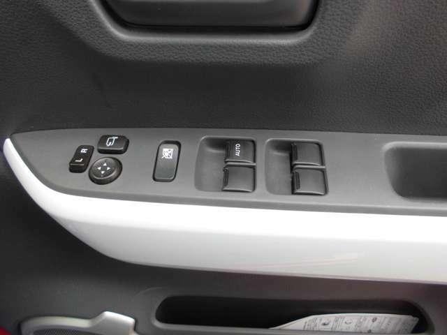 パワーウィンドウやドアミラーのスイッチ等は運転席右側へ集中してます