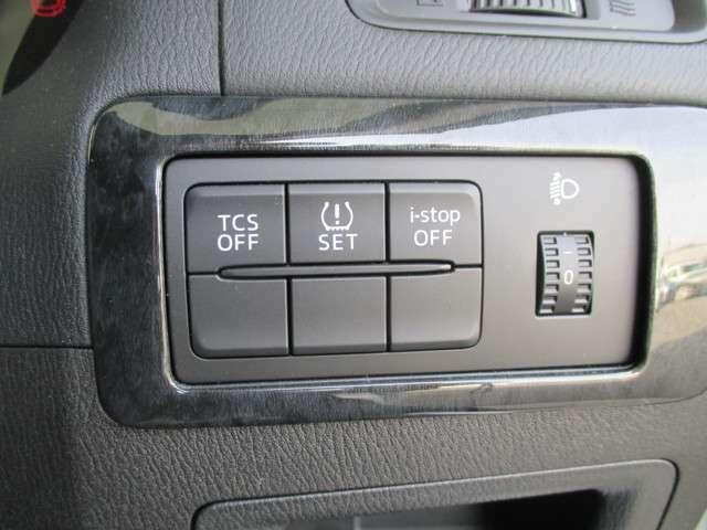 ヘッドライトレベライザーは荷物の重さによって調整してください。