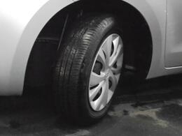 [タイヤ]ホイールキャップ付き。タイヤの溝もバッチリ残っています☆