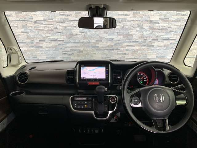安心して頂ける視界の広さや室内の広さ、とても運転がしやすいですよ。