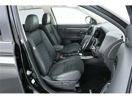 上級モデルならシートもワンランク上の【ハーフレザーシート】運転席には【パワーシート】も搭載です◎