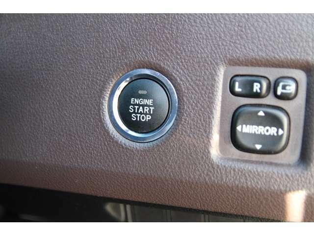 便利なキーフリーシステム【スマートキー】付き!携帯しているだけで鍵の開け閉めからエンジン始動まで可能に♪イモビライザー付きですので、セキュリティ面も充実しております♪
