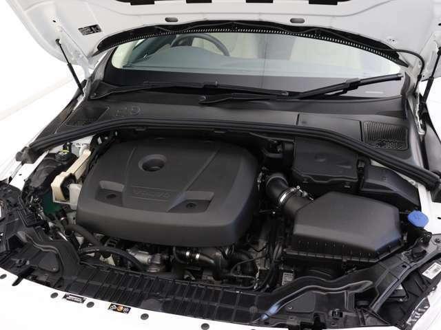 245ps/350Nm(カタログ値)を発生するツインスクロールガソリンターボエンジンが、力強い走りを実現。アイシン製8段ATとの組み合わせで、最 高水準の効率性と意のままの走りを両立します。