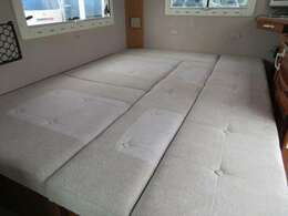 ダイネットのベッド展開も簡単に行えます!ベッドサイズ192cm×140cm