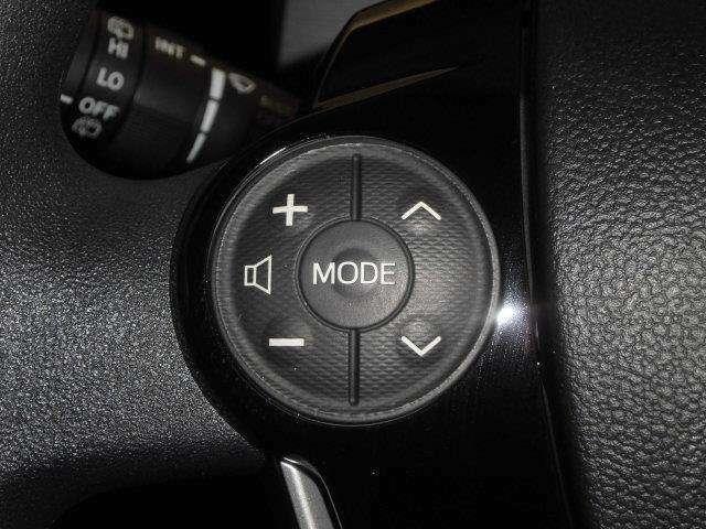 ステアリングスイッチ装備!運転しながら手元でオーディオの操作などができます。