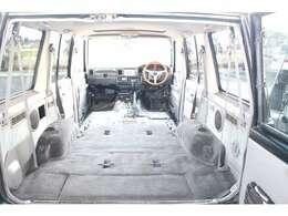シート取り外して内装仕上げ済みです!!もちろんフロアカーペットもキレイに汚れを落とし、洗仕上げさせて頂いております!!