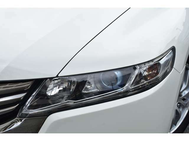 HIDヘッドライト。。。キレイに透き通ったヘッドライトレンズが保管状況の良さを物語っております。