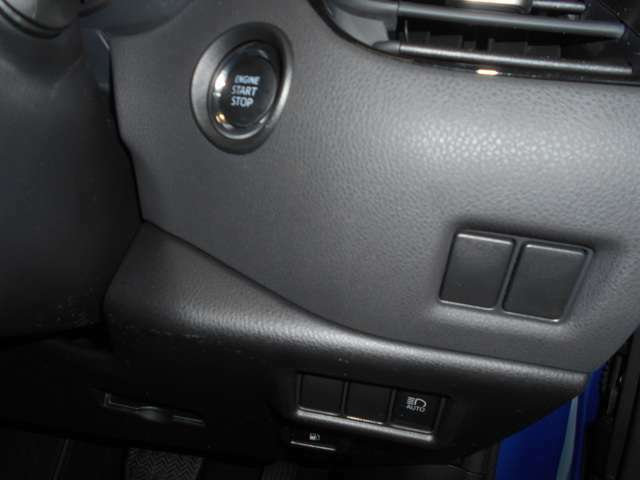 スマートキーを携帯していればブレーキを踏みながらスイッチを押すだけでエンジンが始動できます!