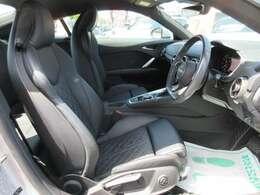 専用インテリア&専用本革シート付♪ ホールド性の高いスポーツシートで質感もよく快適なドライブが楽しむことが出来ます♪