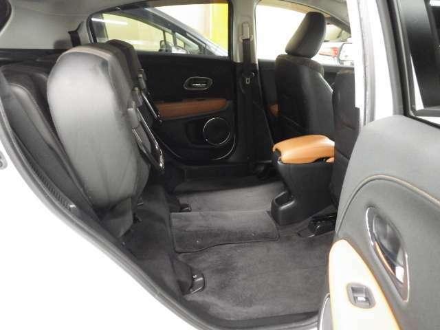 後席の座面をはねあげると、後席のあったスペースがそのまま高さの荷室空間に。背の高い荷物も、横にせずそのまま積み込めます。