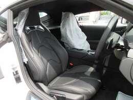 純正オプションブラック本革シート搭載済み♪ 高級感のあるスポーツシートでホールド性も高く、様々なシーンにピッタリです♪