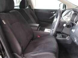シートリフター付で運転席の高さ調整も出来ます☆小柄な方でもシ-トポジションは思いのまま♪