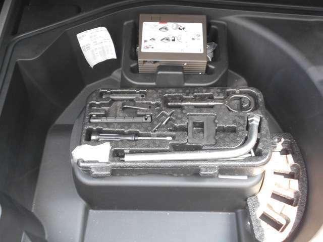 お車の状態説明から注文販売まで、責任をもってお引き受けいたします。カスタムから修理、タイヤ交換や事故修理塗装、保険まで、どんなことでもお気軽にどうぞ!