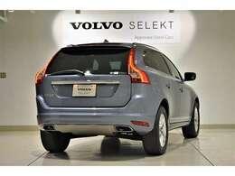 ボルボ伝統の縦型テールランプは、後続車両からの視認性も良く安全にも一役買います。