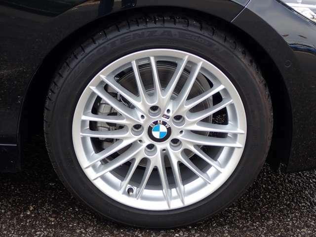 17インチMライトホイール ダブルスポーク BMW純正ホイール。洗練されたデザインで、足元の個性を引き立てます。