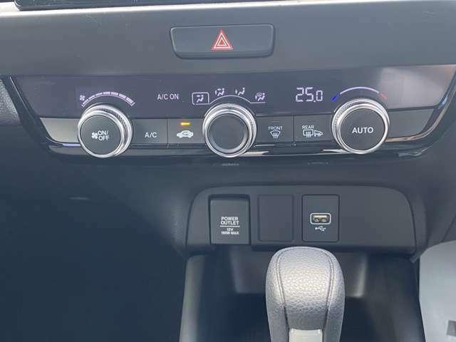 オートエアコン装着で、自動で温度調整をしてくれ快適です。