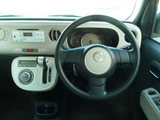 かわいらしい運転席周り!メーターも1眼メータでとても見やすいです!