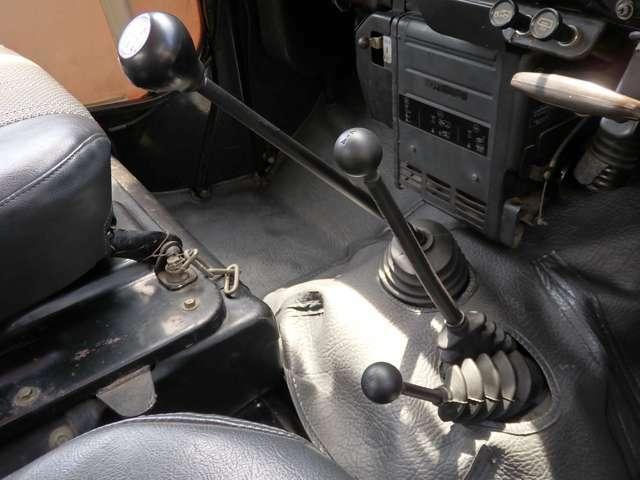 4速マニュアル車。パートタイム4WD。