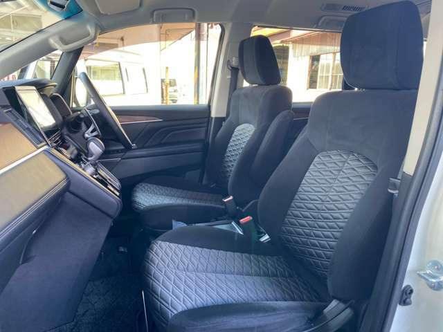 フロントシート 運転席・助手席シートヒーター付きです。