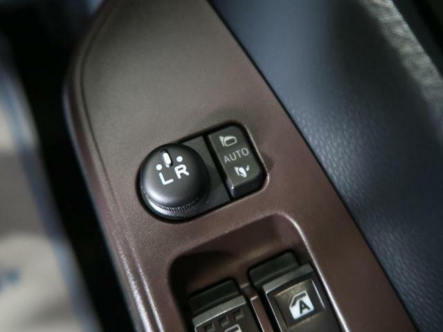 ●電動格納ミラー 『ボタン一つでミラーの開閉が可能。お好みの位置に微調整して安全運転出来ますね♪』