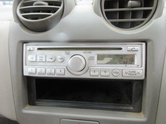 CDデッキ付きです。ドライブに音楽は欠かせませんね♪いい音かけて、快適空間を演出して下さい。ETCなどを付けたい!という方もお気軽にご相談下さい。納車時に取付けてからの納車も承ります。