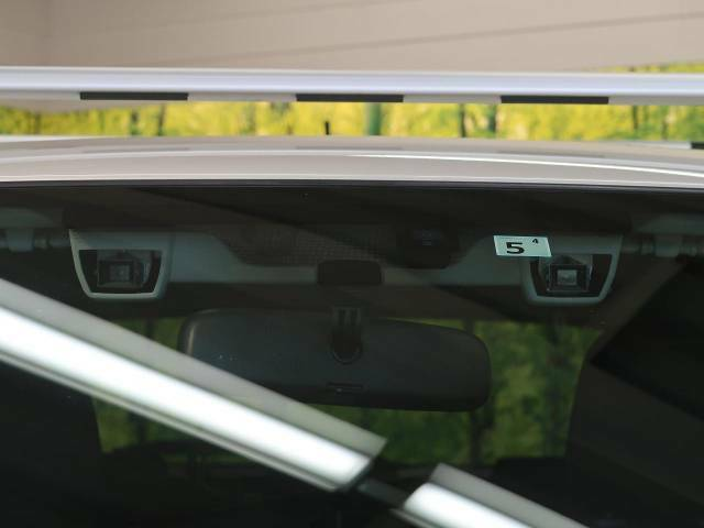 【アイサイトVer2】前方の車両等を検知し、衝突しそうな時は警報で注意を促し、ブレーキを踏む力をサポート。ブレーキを踏めなかった場合は衝突被害軽減ブレーキが作動、衝突回避をサポートします。