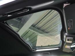 【ガラスルーフ】☆車内には解放感が溢れ、爽やかな風や太陽の穏やかな光が差し込みます☆