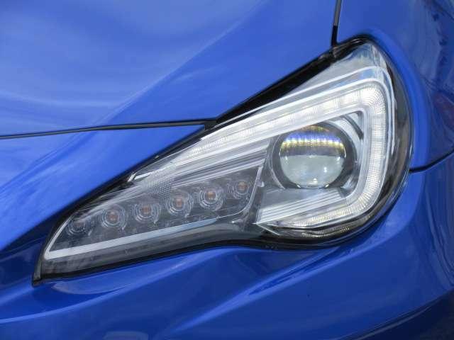 純正LEDヘッドライトユニット付き♪ スバルといえば、コの字型LEDユニットですね♪ ポジションランプとして光ります♪