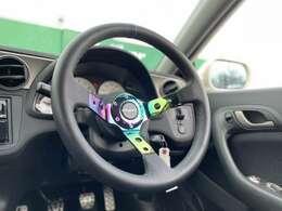 【CIRCUITステアリング】スタイリッシュな見た目で、ドライブも楽しくなりますね♪
