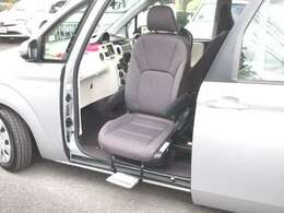 助手席手動回転シートが装備されております!