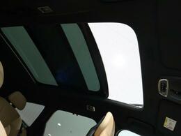 ◆ガラススライディングルーフを装備します。チルト・スライドオープン機能を備えており解放感溢れる素敵なドライブを存分にお楽しみいただけます!