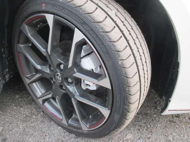 専用ホイル タイヤは225/40R18