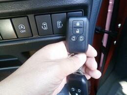 ちなみに運転席横に備えられたスイッチでもリモコンでも後席の「電動スライドドア」をピピピッと操作することができるのです!