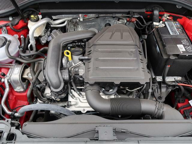 ●30TFSIエンジン『入庫時の状態もとても良く、エンジン機関も良好!ぜひ一度現車を御覧下さい!他にも多数の在庫を展示!』