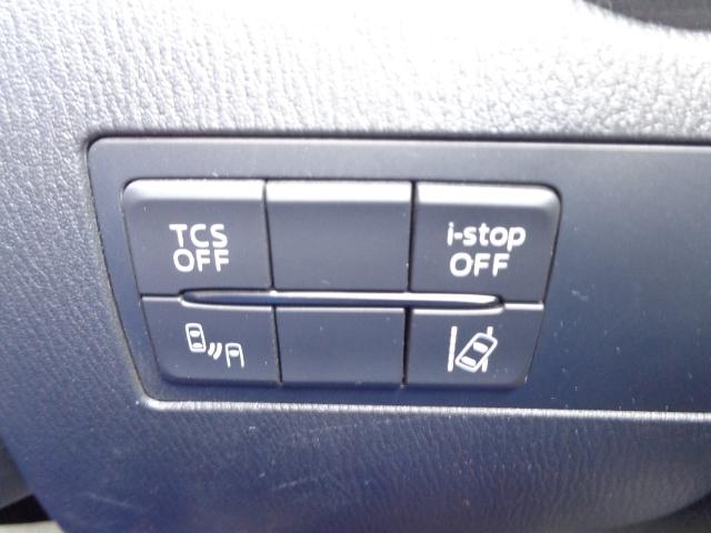 RVMは、リアバンパーに設置した準ミリ波レーダーで、隣(左右)のレーンや後方からの接近距離を検知して、車線変更により衝突の危険性がある場合には、インジケーターや警報でドライバーに注意を促します。